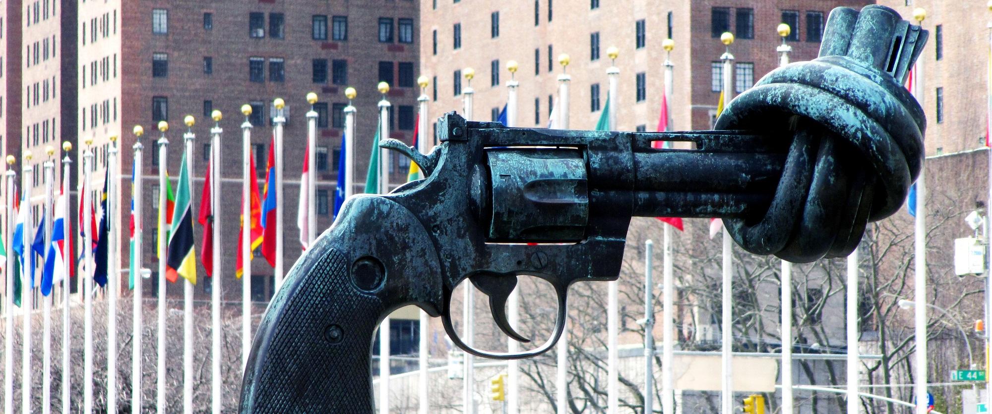 Eine Waffe mit verknotetem Lauf