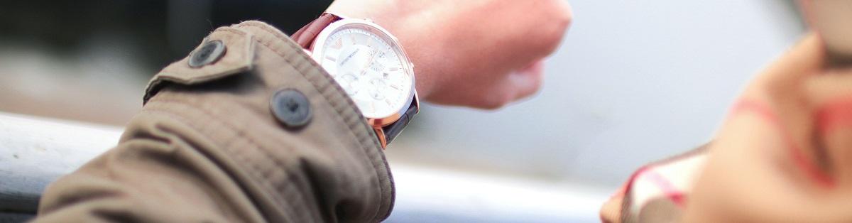 Ein Arm mit Uhr